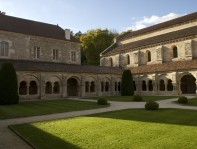 Vue du cloître de l'Abbaye de Fontenay